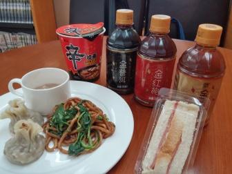 上海浦東国際空港第2ターミナルの69番VIPラウンジの無料ブッフェで食べた物