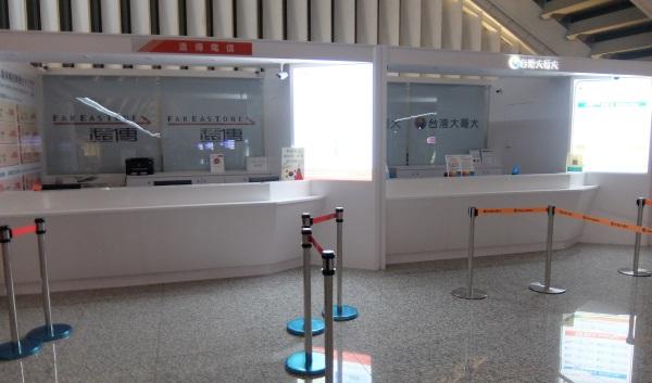 深夜の桃園空港のプリペイドSIMカウンターは営業していない