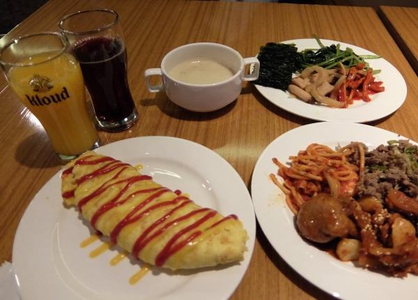 韓国仁川国際空港のSKYHUBラウンジの無料ブッフェの食事