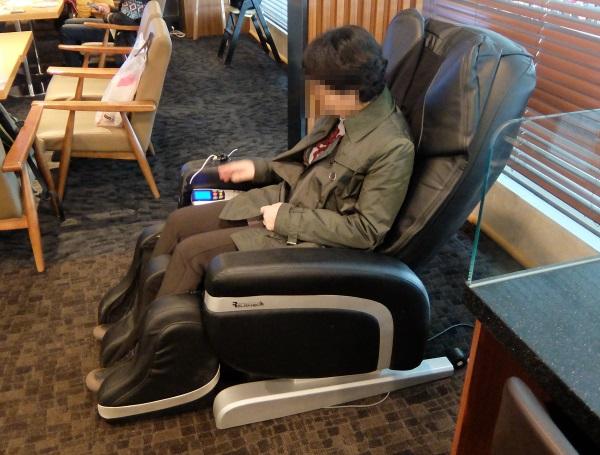 韓国仁川国際空港のSKYHUBラウンジでマッサージ機も無料