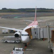 成田発仁川行きのティーウェイ航空の機体