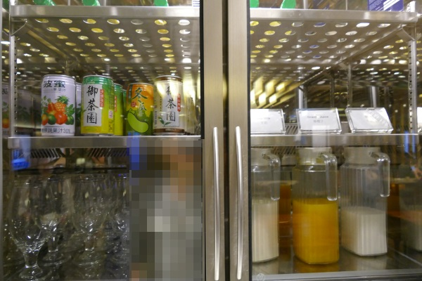 野菜ジュースやオレンジジュースも飲み放題