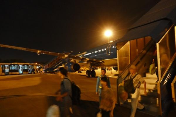 ホーチミンのタンソンニャット国際空港に到着