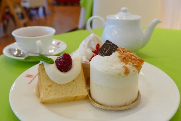 北海道砂川市にある北菓楼本店の喫茶フロア