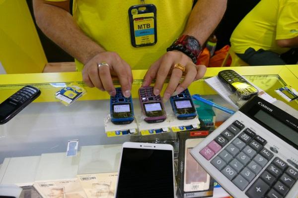 3台の携帯で素早く開通作業を行う