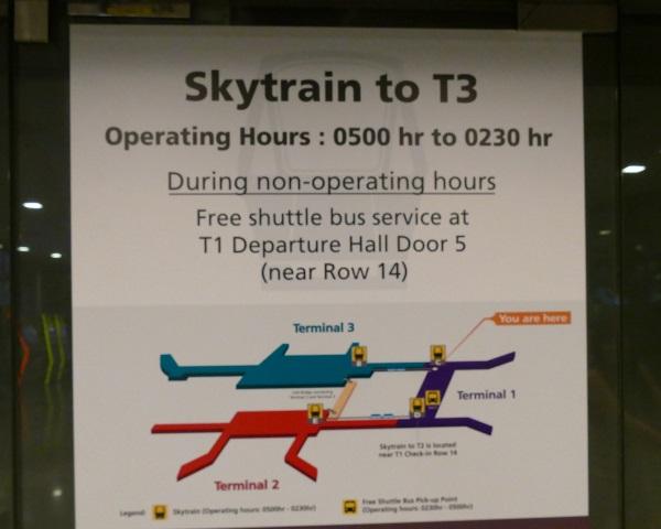 スカイトレインでターミナル3へ移動