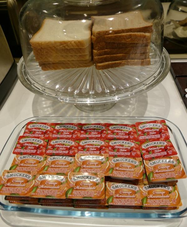「THE HAVEN」の食パンとジャム