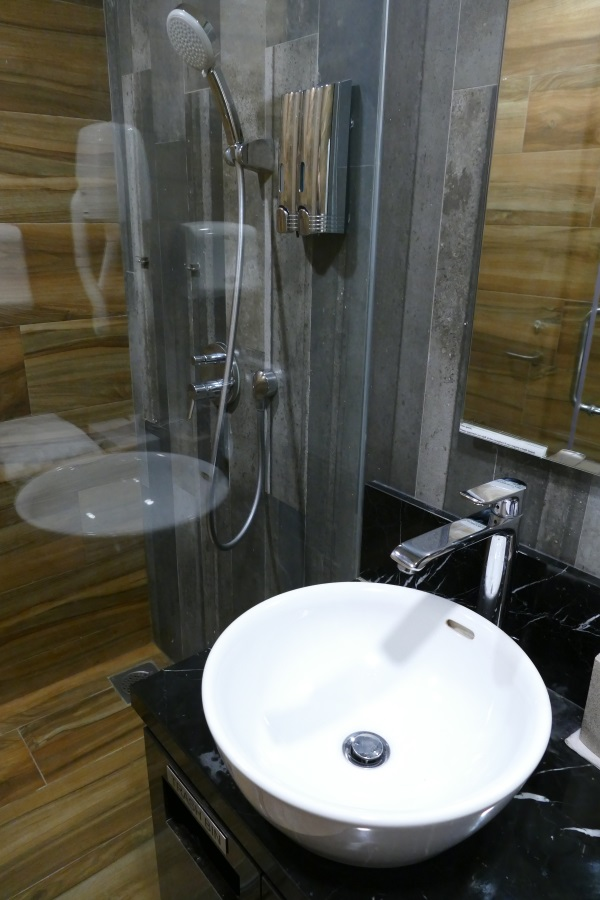 「SATS PREMIER LOUNGE」のシャワー