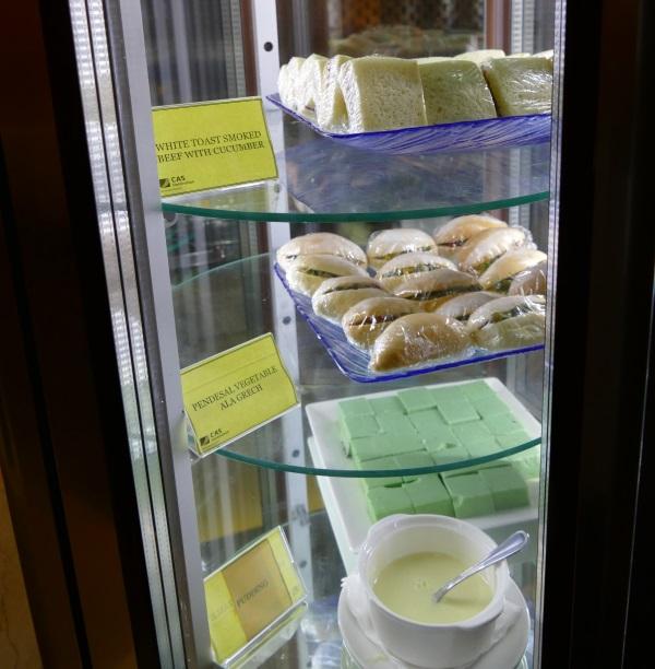 「PREMIER LOUNGE」のサンドイッチとスイーツ