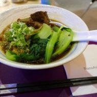 桃園空港でプライオリティパスが利用できるトランスアジア航空のVIPラウンジで注文した牛肉麺