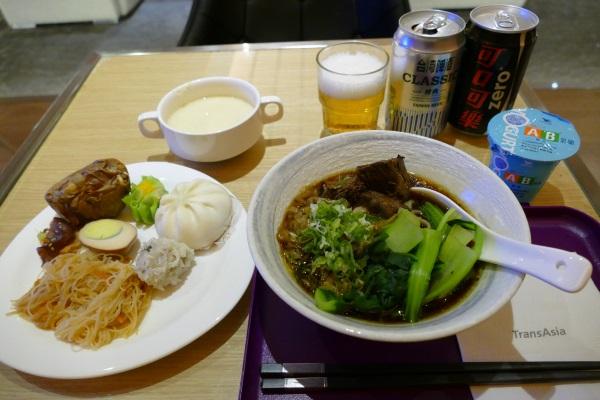 トランスアジア航空VIPラウンジの無料ブッフェの食事