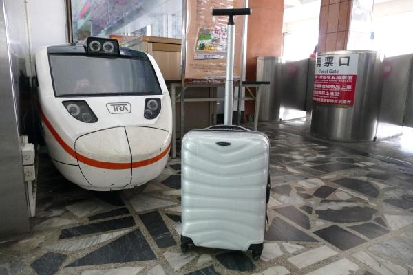 花蓮駅で見つかったいがモバのスーツケース