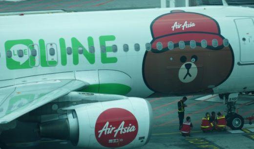 BIGセールが開催されるエアアジアのLINEコラボ機体