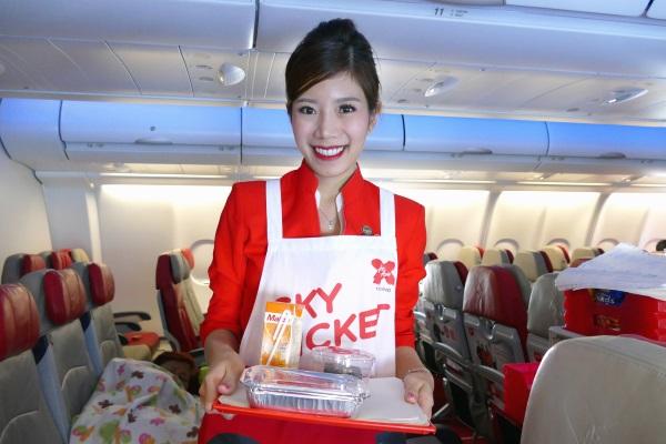 タイエアアジアXXJ601便の客室乗務員