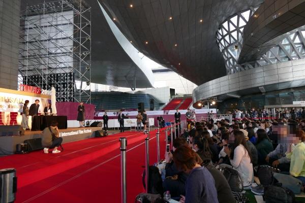 午後4時 日本の映画監督・黒沢清さんのイベントが開催