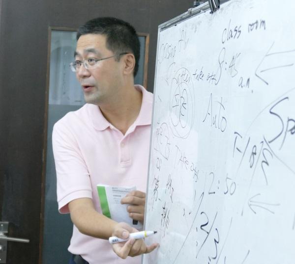 機内サービスに関わる項目を英語と中国語で授業