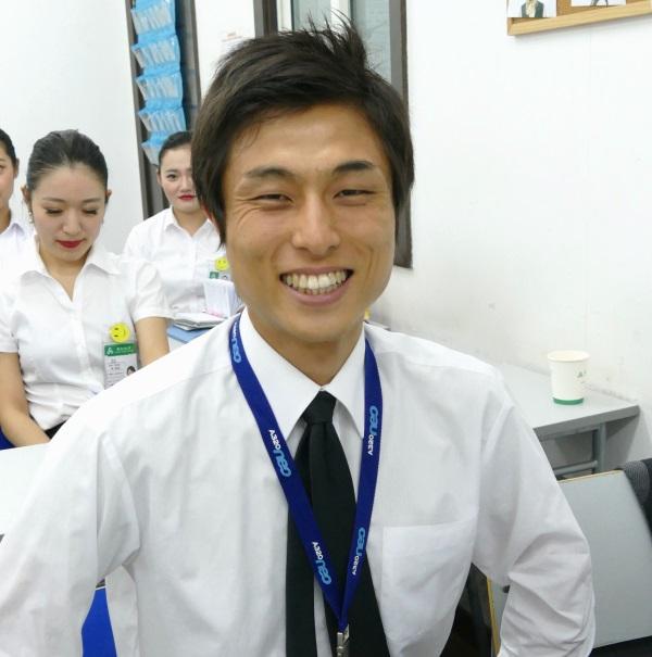 春秋航空の日本人の客室訓練生の志村さん