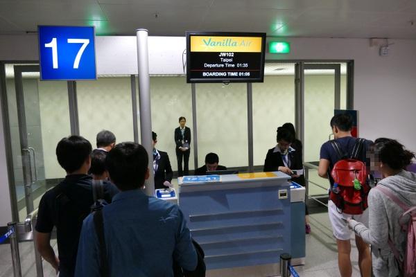 午前1時05分すぎ JW102便の搭乗開始