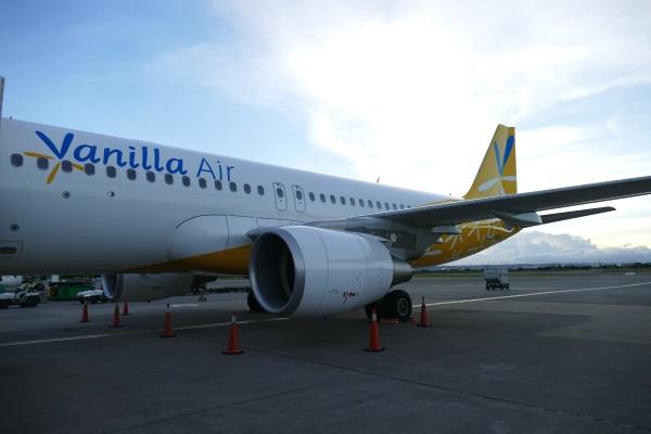 午前6時10分すぎ JW102便が駐機場へ