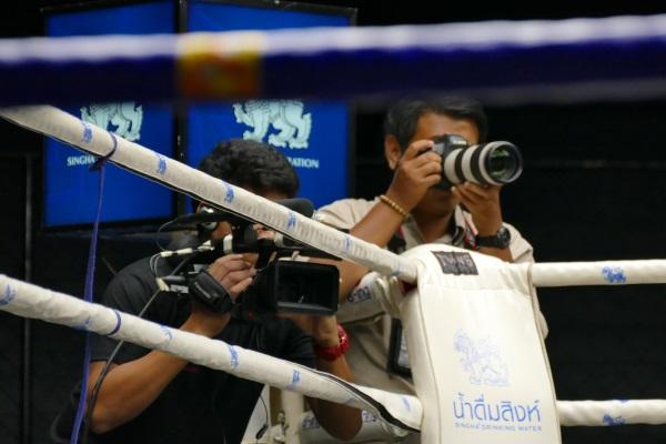 TVカメラなども試合を取材