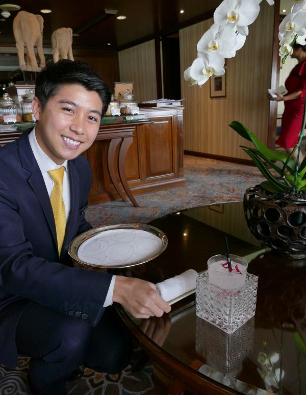 笑顔で迎えてくれたアナンタラ・サイアム・バンコク・ホテルのスタッフ