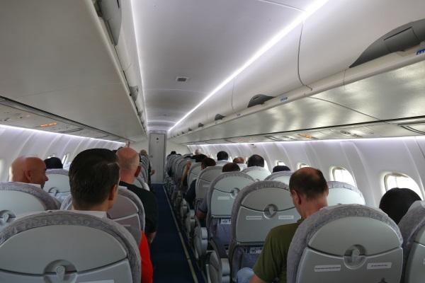 カンエアーATR72-500型機の機内