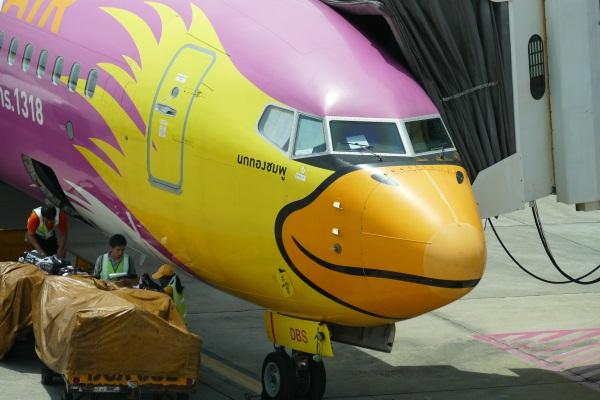 タイのLCC「ノックエア」(Nok Air)の鳥の塗装が施された機体