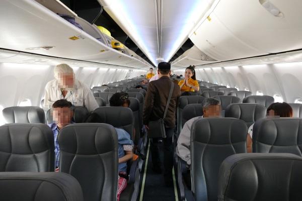 ノックエアB737-800型機の機内