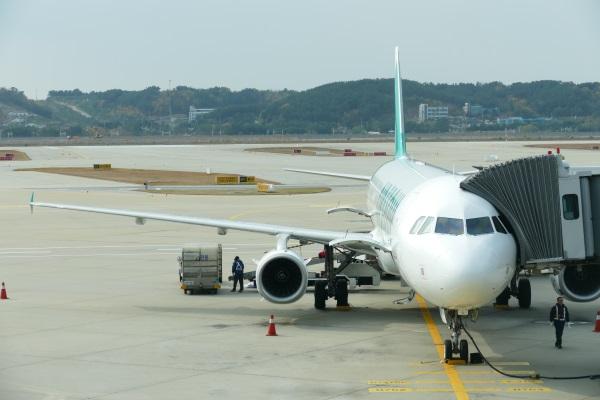 午後0時53分 エアソウルRS731便が仁川空港に着陸