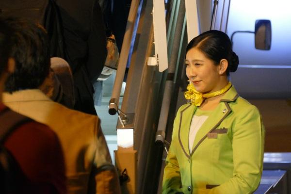 笑顔で乗客を出迎えるSpringJapanの客室乗務員