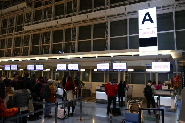 羽田空港国際線ターミナルAカウンターがピーチのチェックインカウンター
