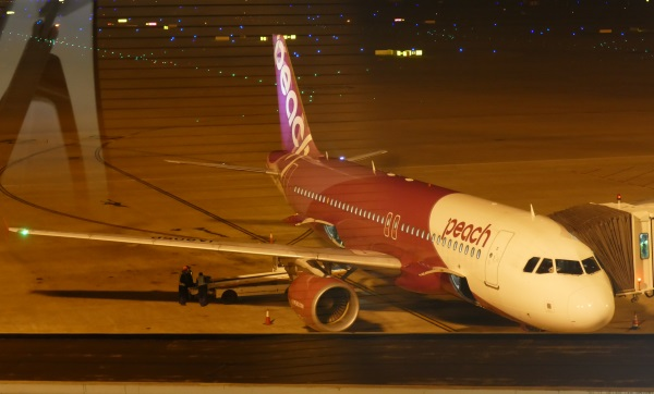 MM1079便の初便は現地時刻午前4時26分に上海浦東空港に着陸(写真は11月3日撮影)