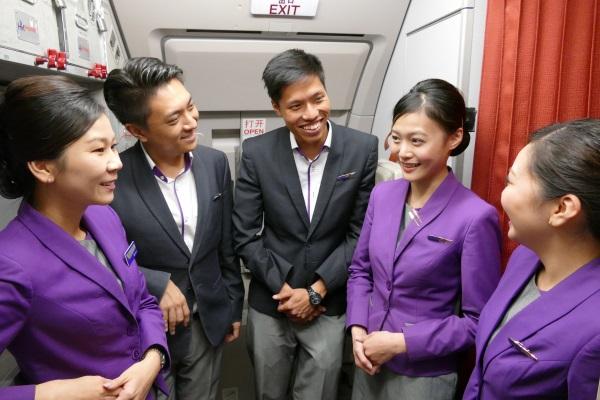 香港エクスプレスの客室乗務員(未公開カット)