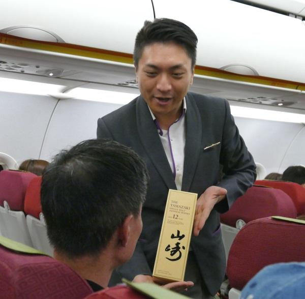 香港エクスプレスでナンバーワンの機内販売の売り上げを誇る名物CAだった