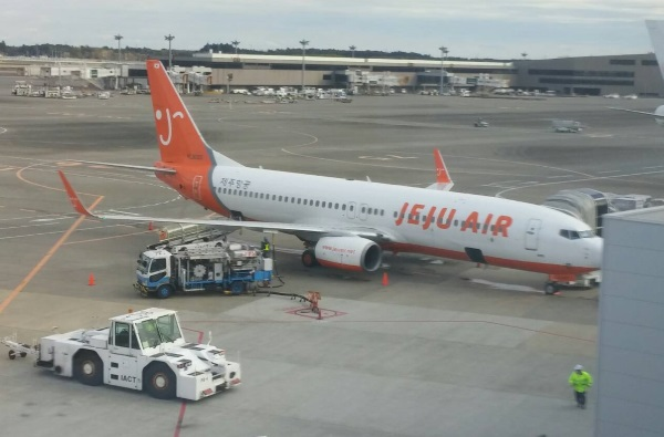 チェジュ航空の成田発釜山行き7C1153便の初便(ボーイング737-800型機)