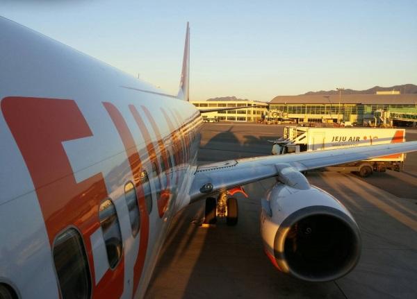釜山の金海国際空港に到着したチェジュ航空7C1153便の初便