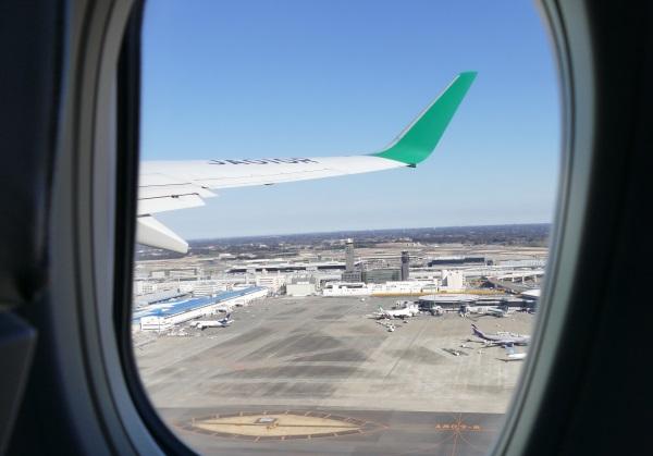 午後0時39分 IJ1031便が成田空港を離陸