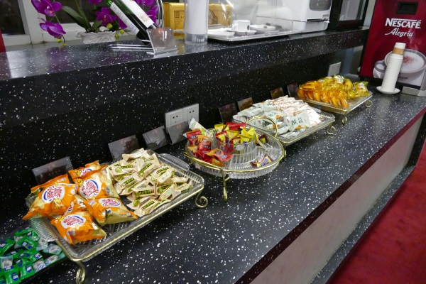 「FIRST CLASS LOUNGE」のお菓子類