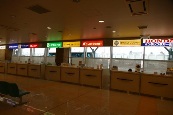 函館空港1階のレンタカーカウンター