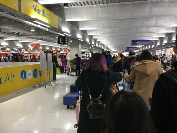 成田空港第3ターミナルのバニラエアのチェックインカウンター