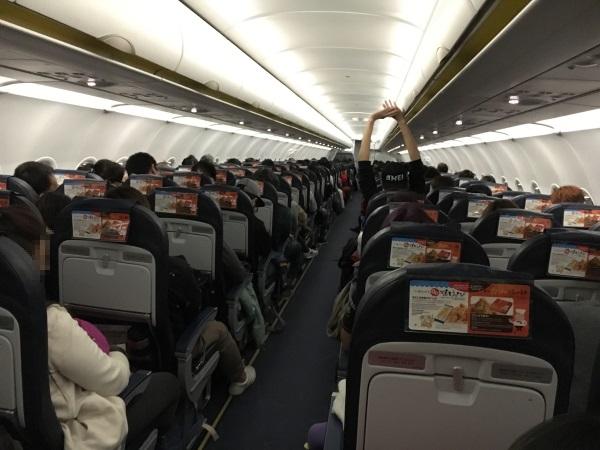 着陸前に一旦機内の照明が再点灯