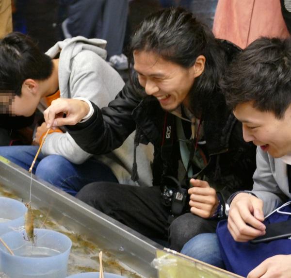 エビ釣りを楽しむでじねこ.comのユキガミさんとトバログのトバさん