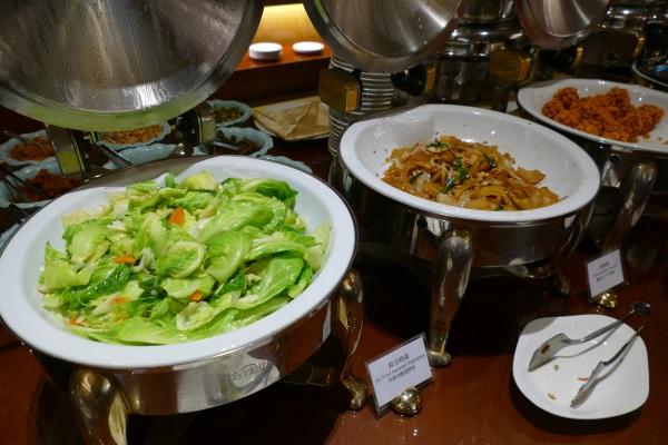色鮮やかな料理が並ぶサンワンレジデンシズ台北の朝食ブッフェ
