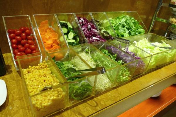 サンワンレジデンシズ台北の朝食ブッフェはサラダも充実