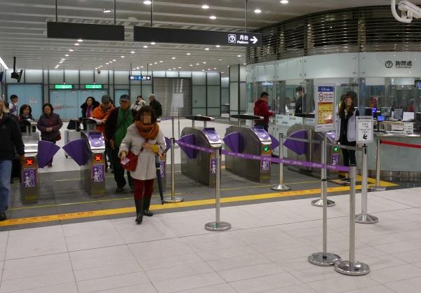 桃園空港第1ターミナルの地下2階に新設されたMRT桃園線の改札