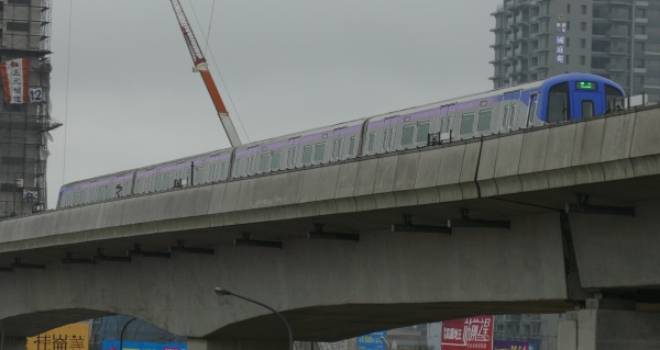 MRT桃園線を利用すると最短約35分で台北駅へ