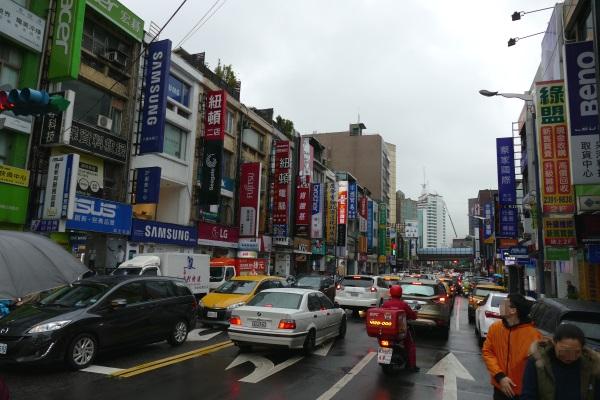 MRT忠孝新生駅近くの電気街