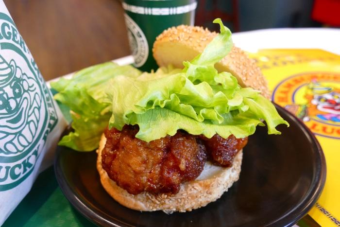 ボリューム満点の「チャイニーズチキンバーガー」は人気ナンバー1メニュー