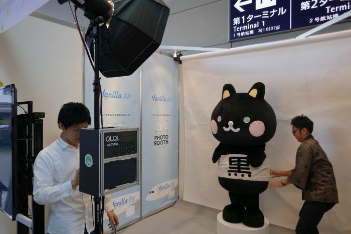 バニラエアのブース(N65区画)には奄美市公式キャラクターのコクトくんがサプライズ訪問