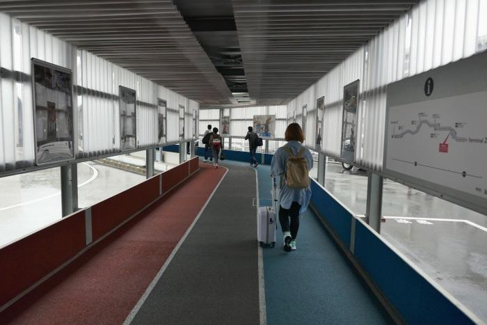 成田空港第2・第3ターミナルを結ぶ連絡通路(通称:ナリタニストロード)